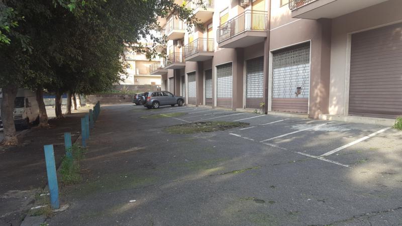 FABBRICATO A DESTINAZIONE COMMERCIALE D/8 CON PARCHEGGIO RISERVATO