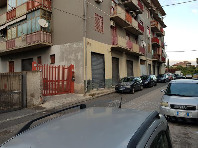 Appartamento 3 vani con garage doppio re casa for Garage in metallo con appartamento
