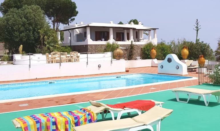 ISOLE EOLIE esclusiva proprietà con piscina
