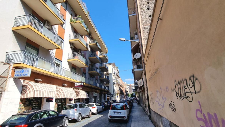 PIAZZA UMBERTO ampio 6 vani balconato